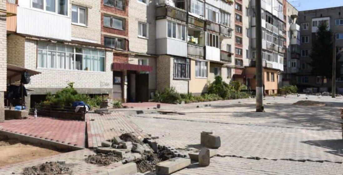 У Луцьку тривають ремонти доріг, дворів та тротуарів