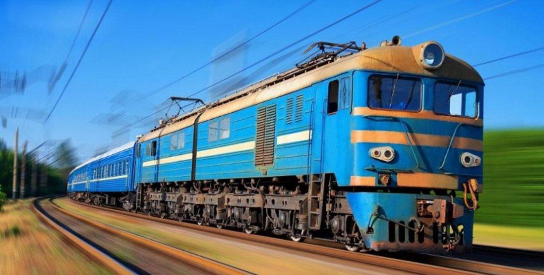 Моторошне відео трагедії: у Кременчуці жінці відрізало ногу потягом