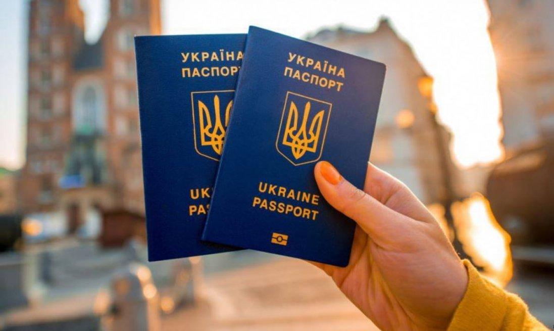 Людей в Криму змушують відмовлятись від українських документів