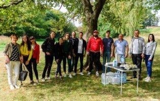 Як луцькі активісти у парку на Потебні вели боротьбу зі сміттям