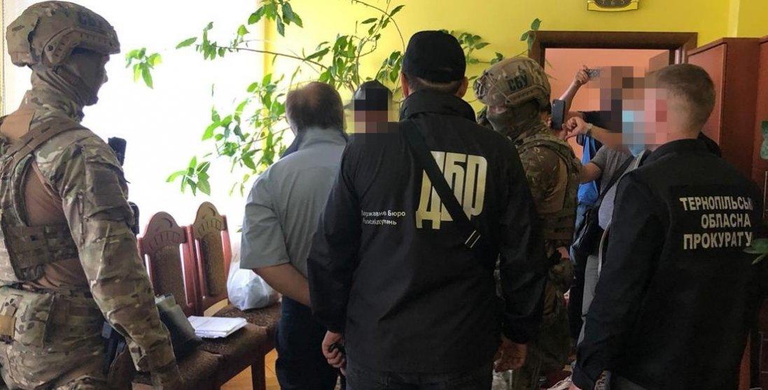 У Тернополі на хабарі погорів голова податкової інспекції