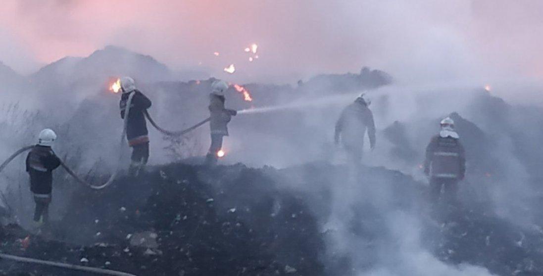 На Житомирщині гасять масштабну пожежу на звалищі
