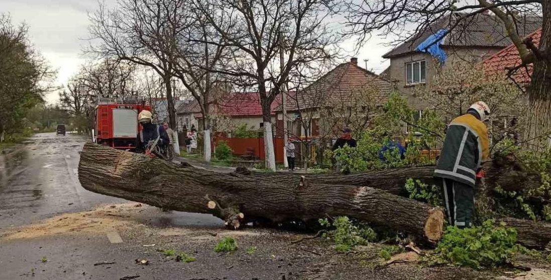 Через негоду майже 40 населених пунктів залишилися без світла