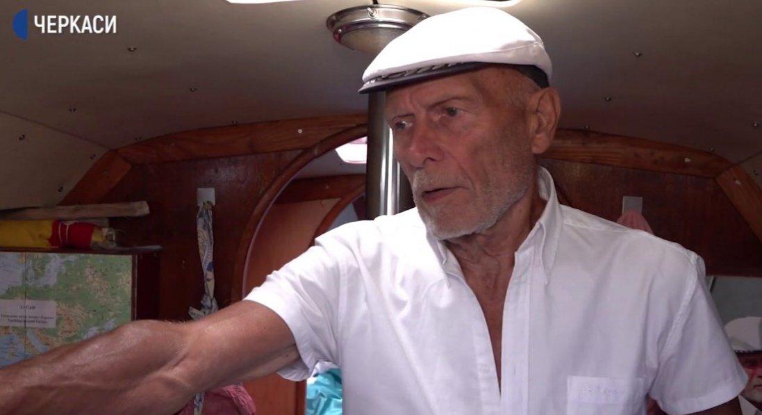 Будинок, квартиру і два авто пенсіонер продав заради яхти і мандрівок світом
