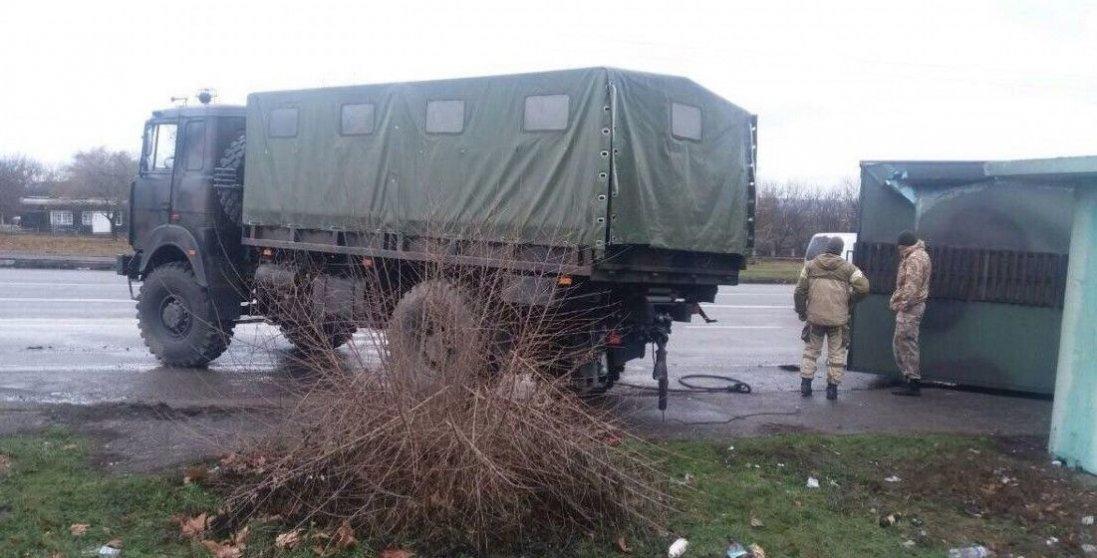 У Запорізькій області військова вантажівка протаранила легковик: є постраждалі