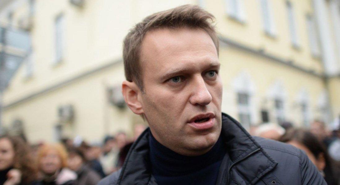 Навальний подає в суд на Пєскова