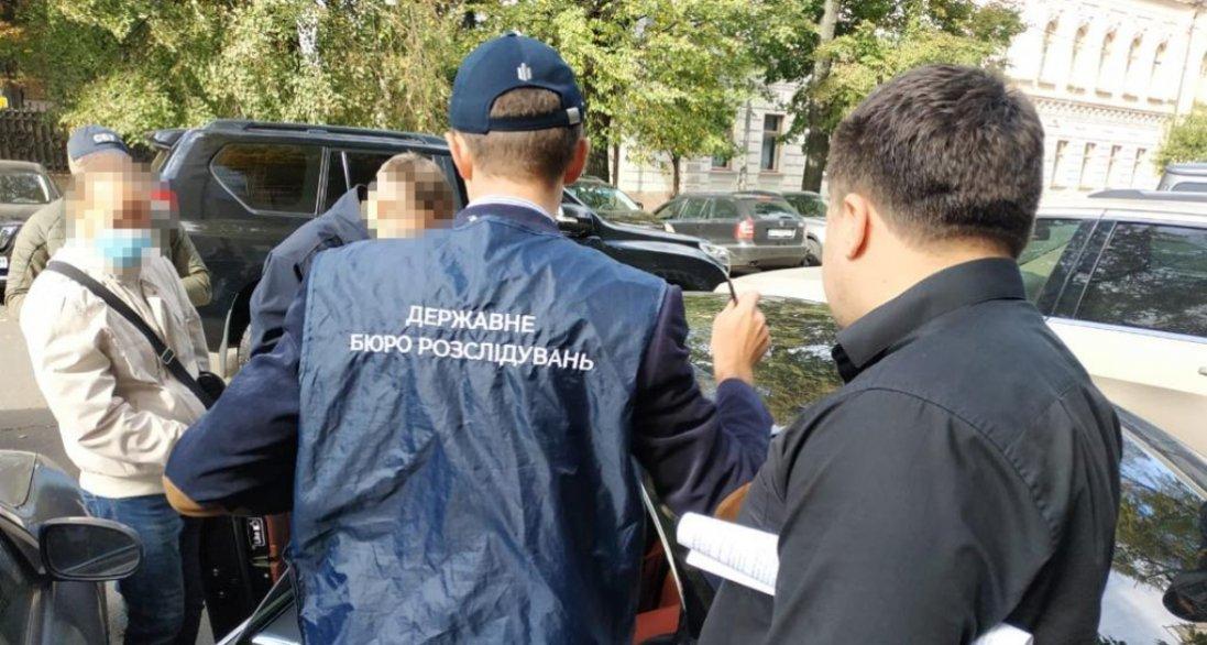 УКиєві спіймали шахраїв, які за $18 тисяч продавали посаду помічника нардепа