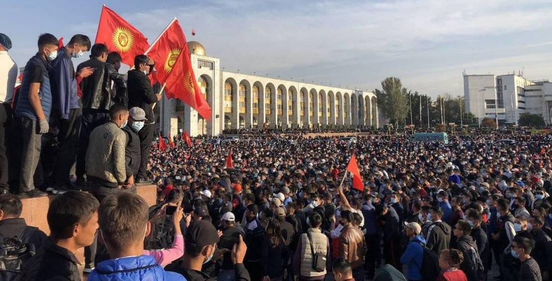 У Киргизстані шукають президента та прем'єр-міністра