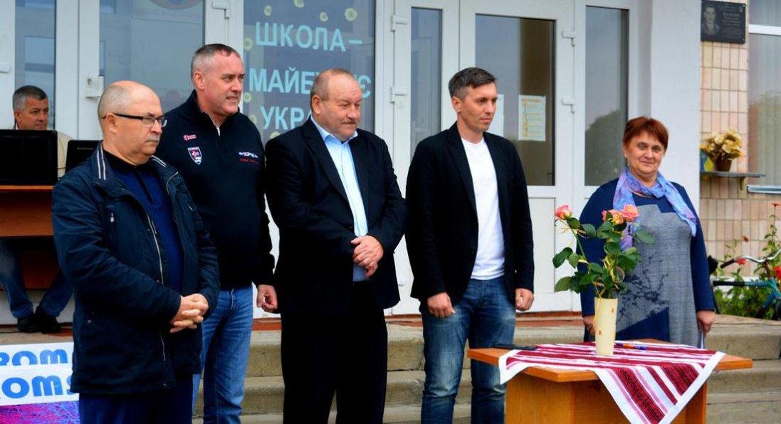 Школі у селі Романів придбали телевізори. ФОТО