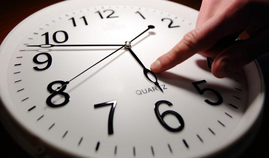 В Україні хочуть відмовитись від сезонного переведення годинників
