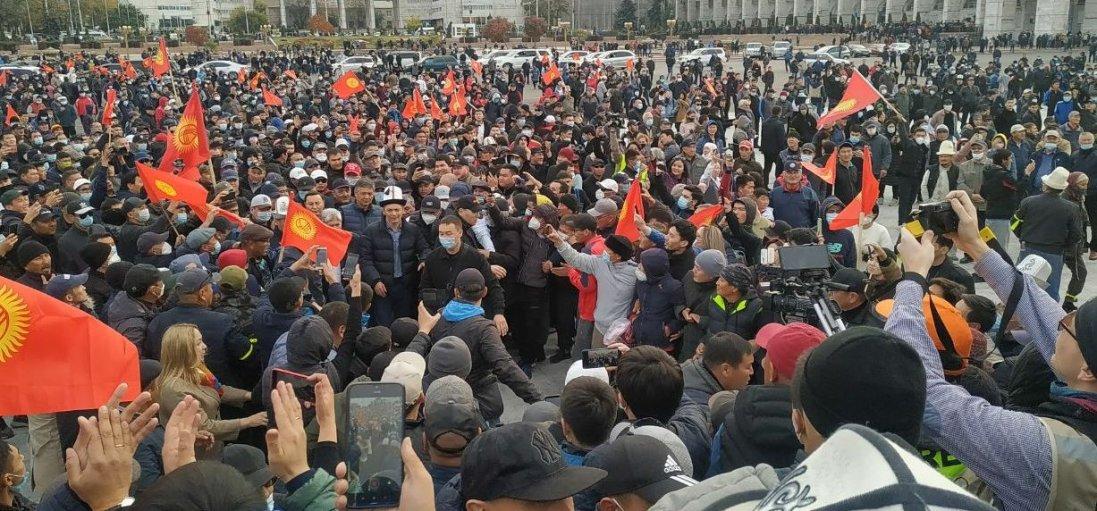 У столиці Киргизстану вводять надзвичайний стан