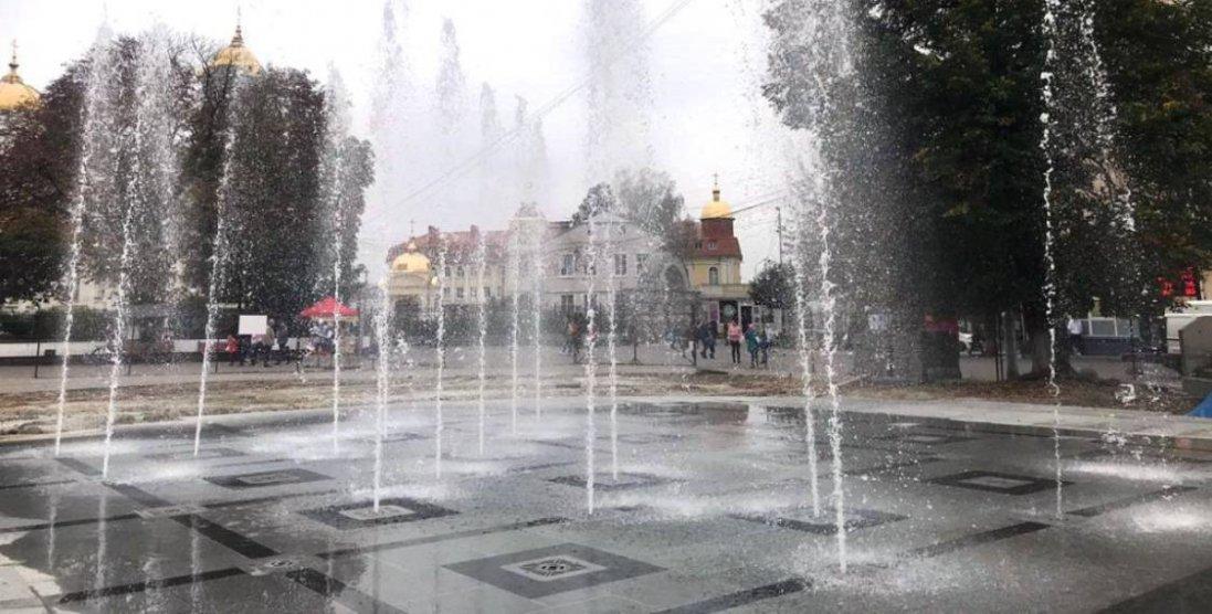 У Луцьку запрацював центральний фонтан: поки що у тестовому режимі