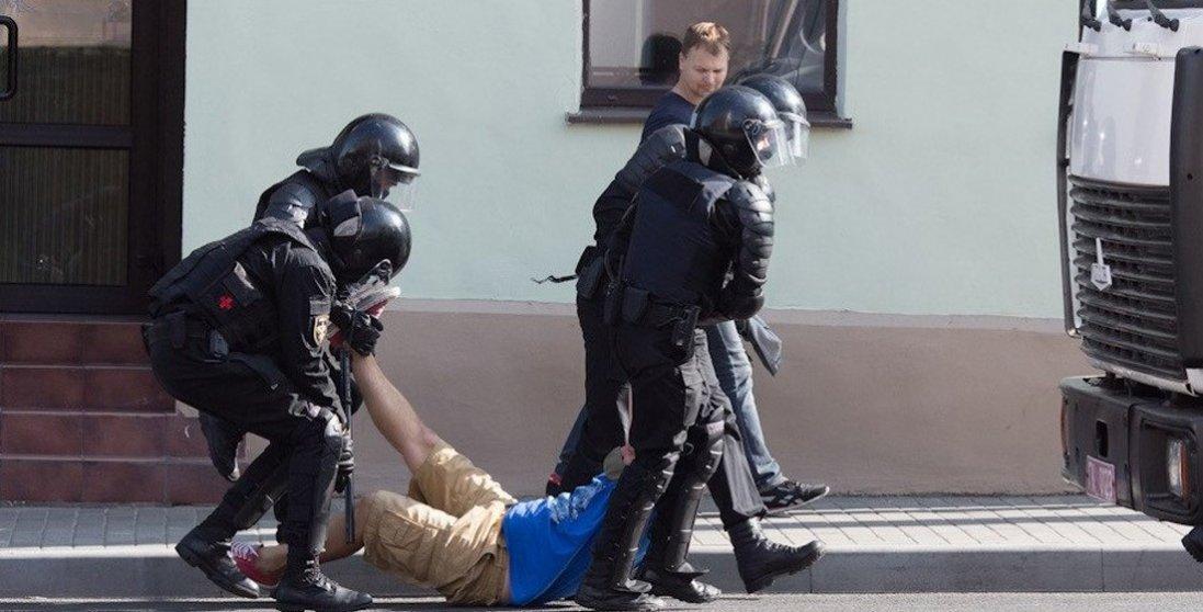 Марш гордості в Білорусі: затримали майже 600 осіб