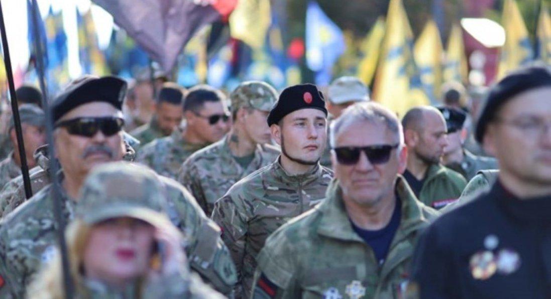 УКиєві учасники маршу на честь Дня захисників України прийшли під ОП: що вимагають