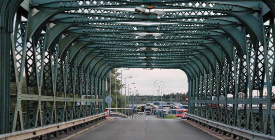 Ягодин-Дорогуськ: водіїв повідомляють про сповільнений рух вантажівок