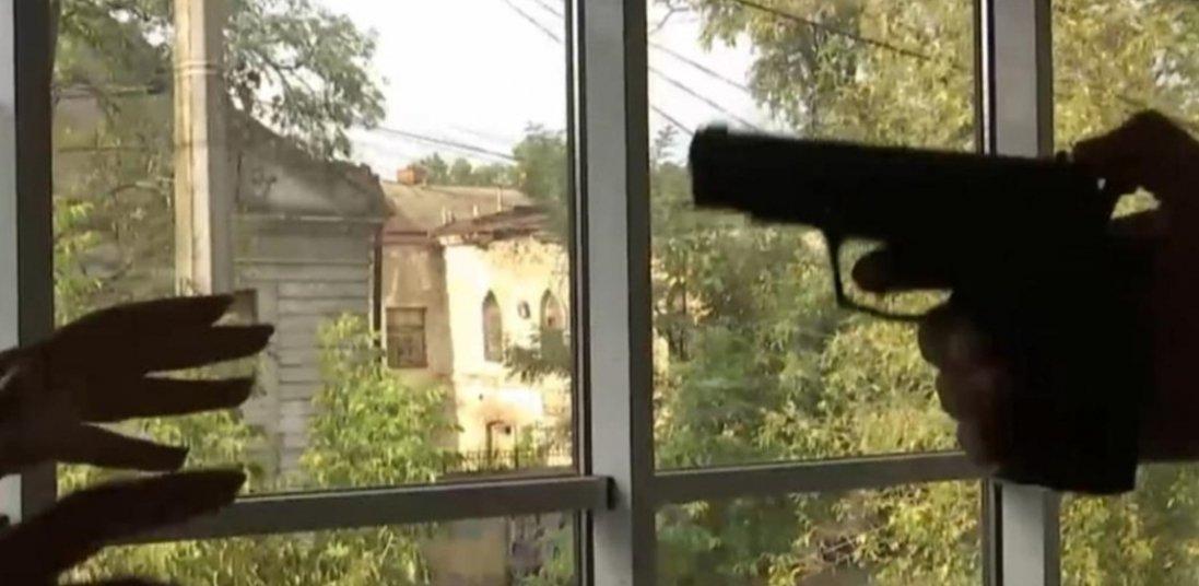 «Хотів налякати»: у Миколаєві чоловік вбив дружину пострілом в голову
