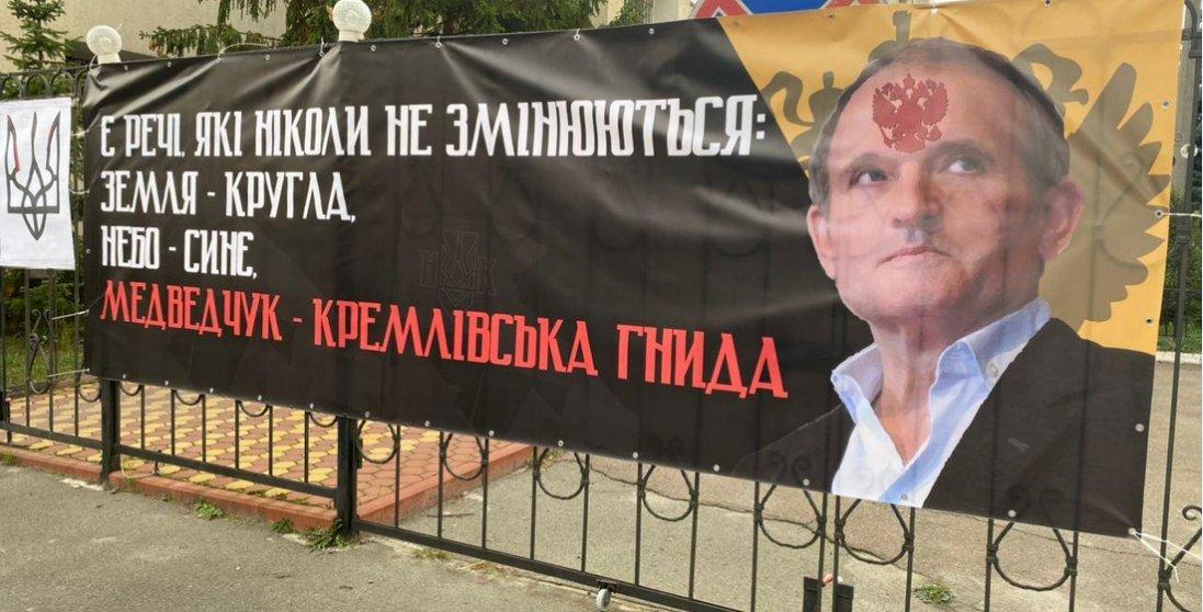 Суд заборонив розповсюджувати книгу про Стуса без дозволу Медведчука