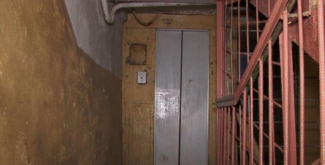 У Києві обірвався ліфт з людиною всередині