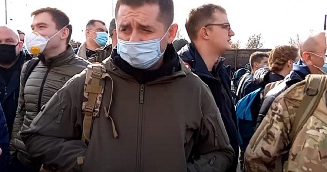 «Слуги народу» ночували в землянках і бункерах на Донбасі