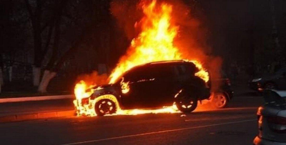 У Рівному спалили авто директора облводоканалу