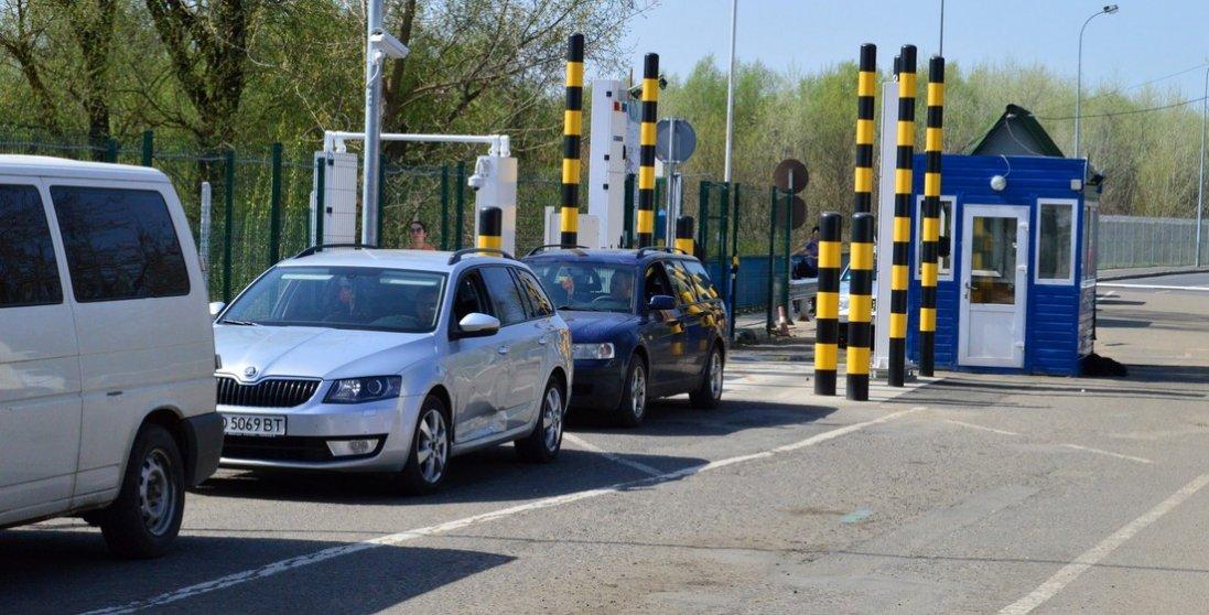 На кордоні з Україною утворилася черга з 230 автомобілів. Де саме?