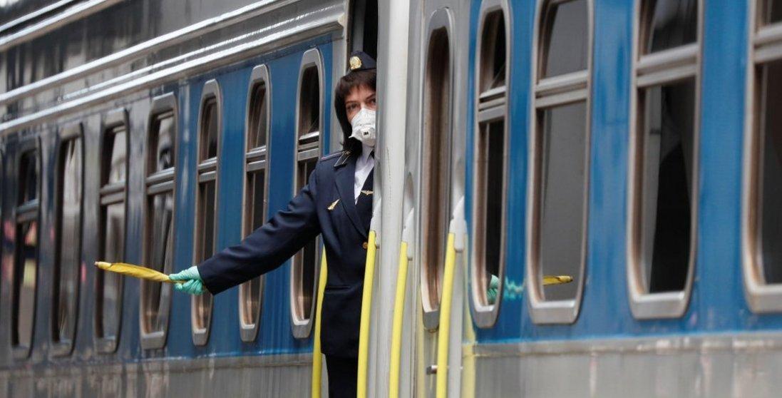 Українці можуть виїжджати з «червоної» зони: які потяги відновили рух
