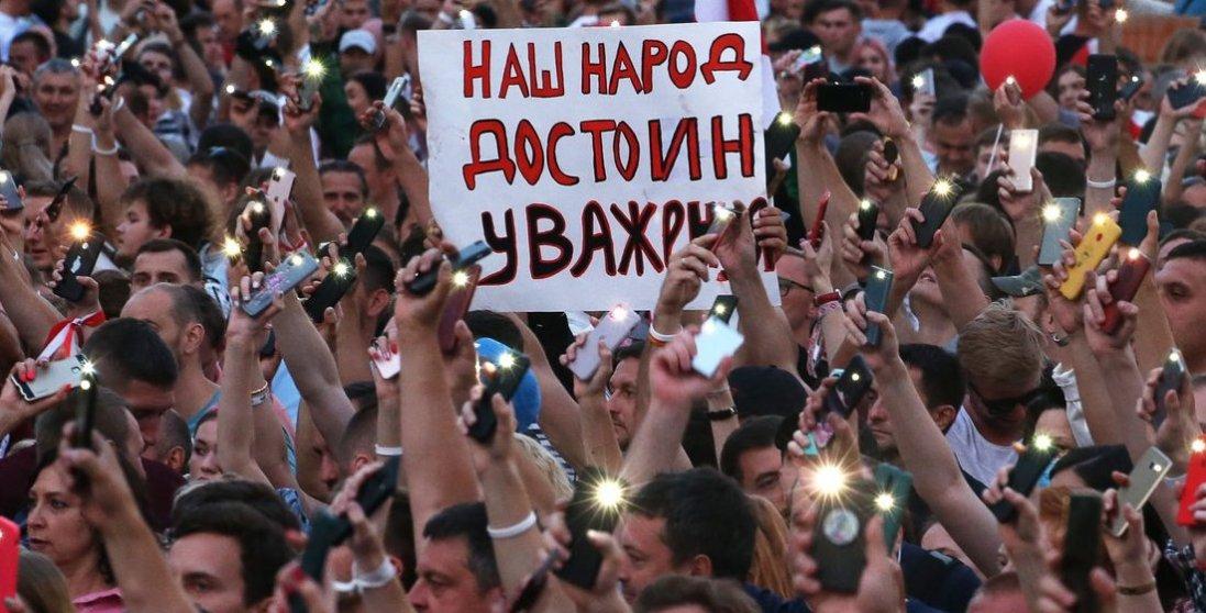 Протести у Білорусі: силовики витягують людей з їхніх квартир