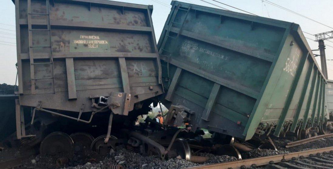 У Кривому Розі вантажний потяг з'їхав з рейок