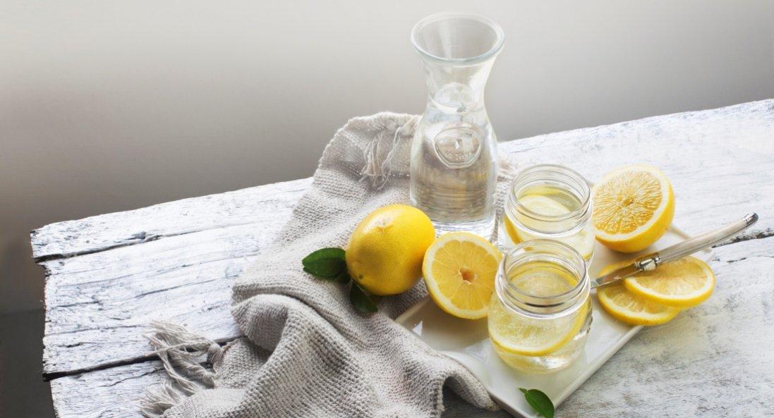 Чому потрібно пити теплу воду з лимоном