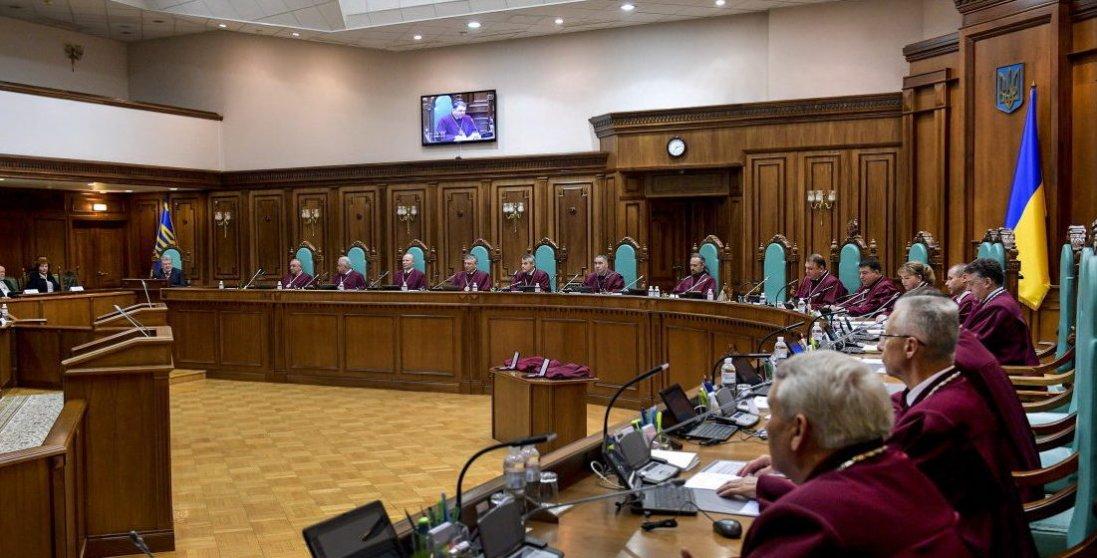 Конституційний суд заблокував реалізацію результатів місцевих виборів. Чому?