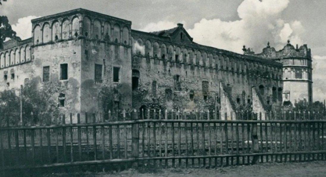 Старосільський замок на столітніх фото