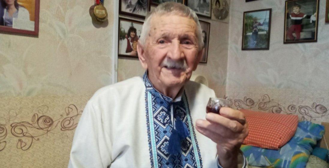 На Волині 96-річний довгожитель знає усі секрети виноробства