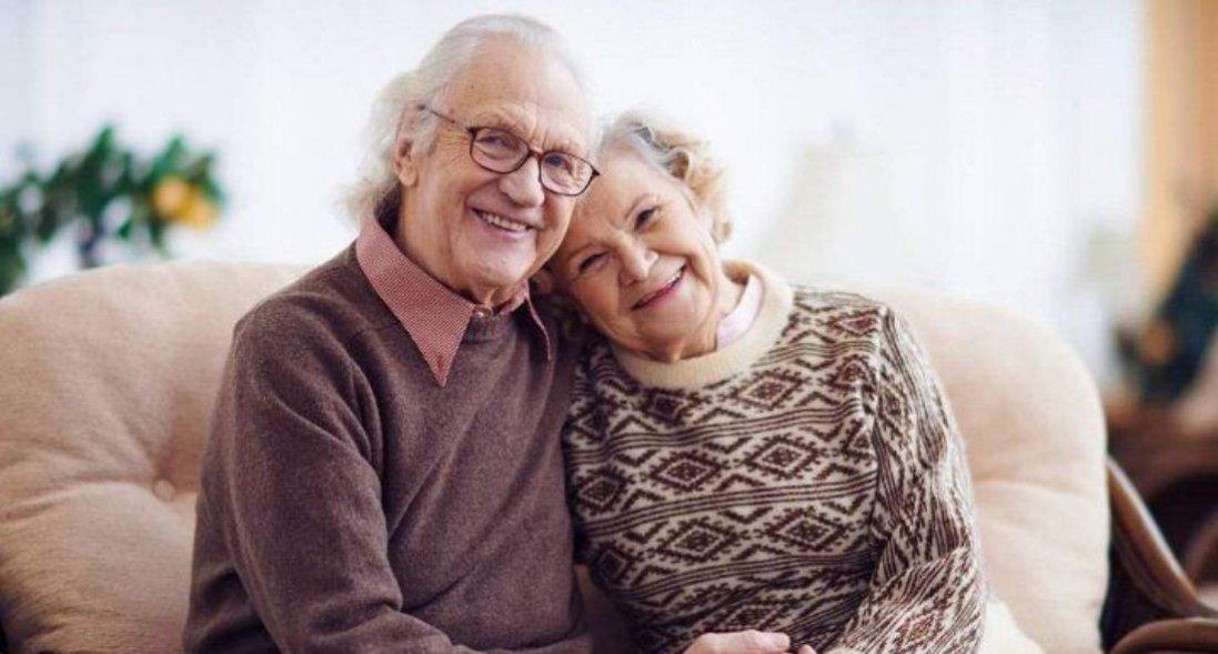 Зустрілися в дитсадку, а одружилися, коли «стукнуло» по 60