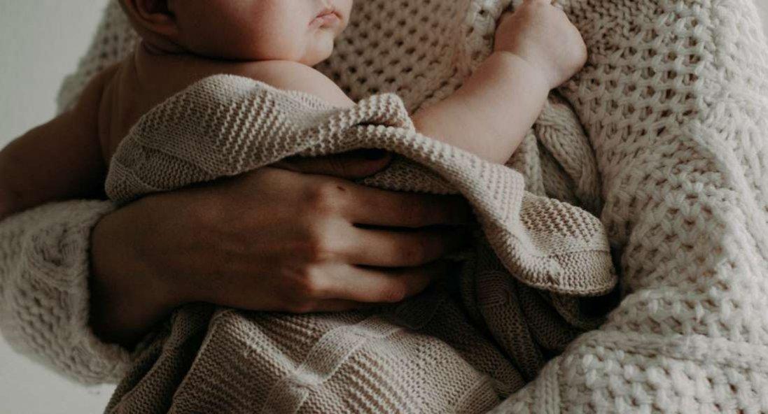 Дев'ять років не могла народити, а завдяки народному лікареві має тепер двох діток