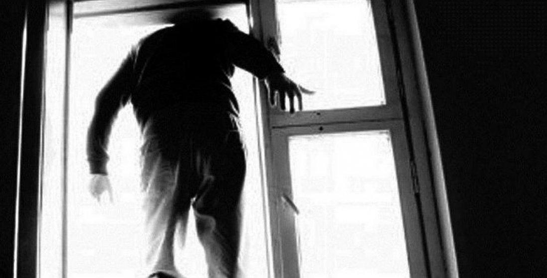Кричущі випадки самогубств пацієнтів, котрі лікувалися від коронавірусу