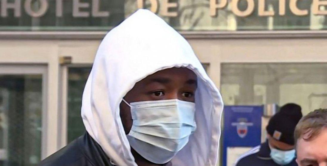 УФранції поліцейські жорстоко побили темношкірого чоловіка, бо він був навулиці без маски