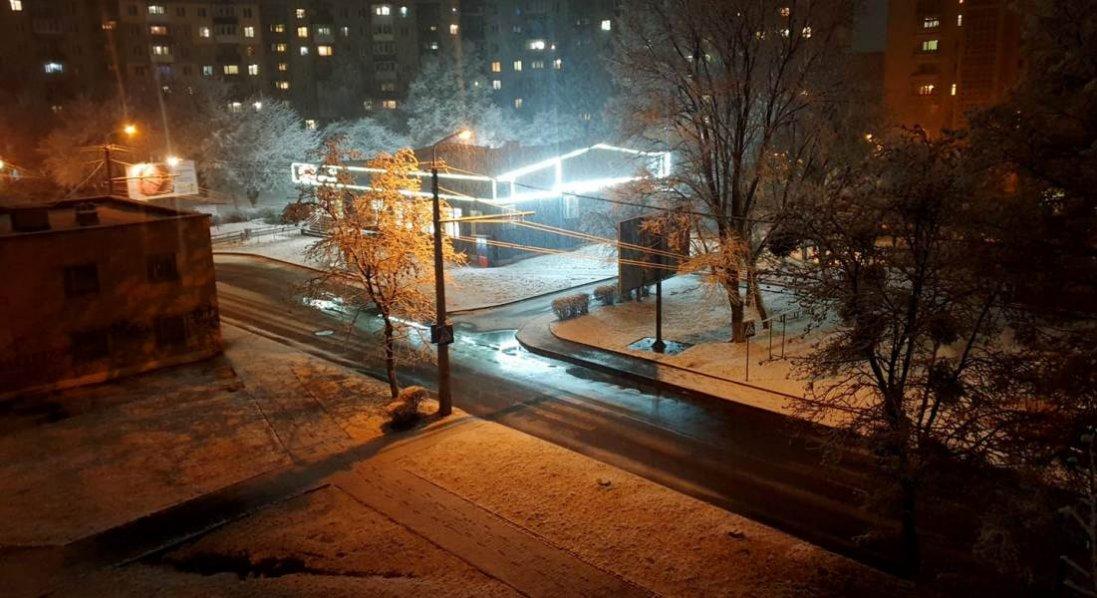 Лучани засипали Facebook знімками першого снігу