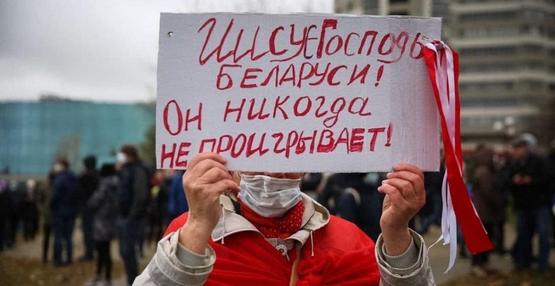 У Мінську проти демонстрантів застосовують сльозогінний газ і світлошумові гранати
