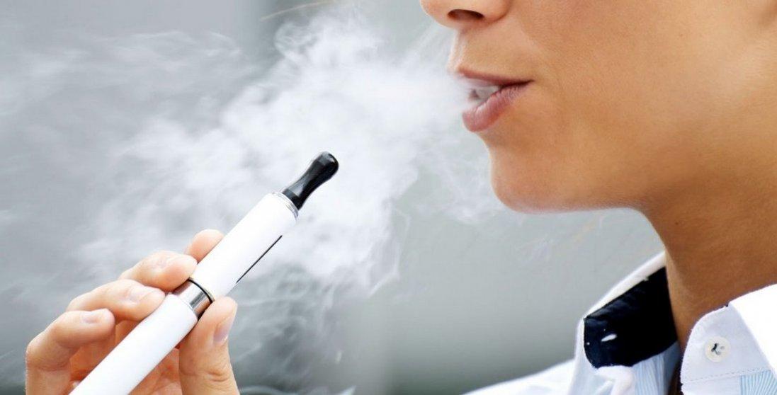 В Україні озвучили розмір штрафу за продаж електронних сигарет особам до 18 років
