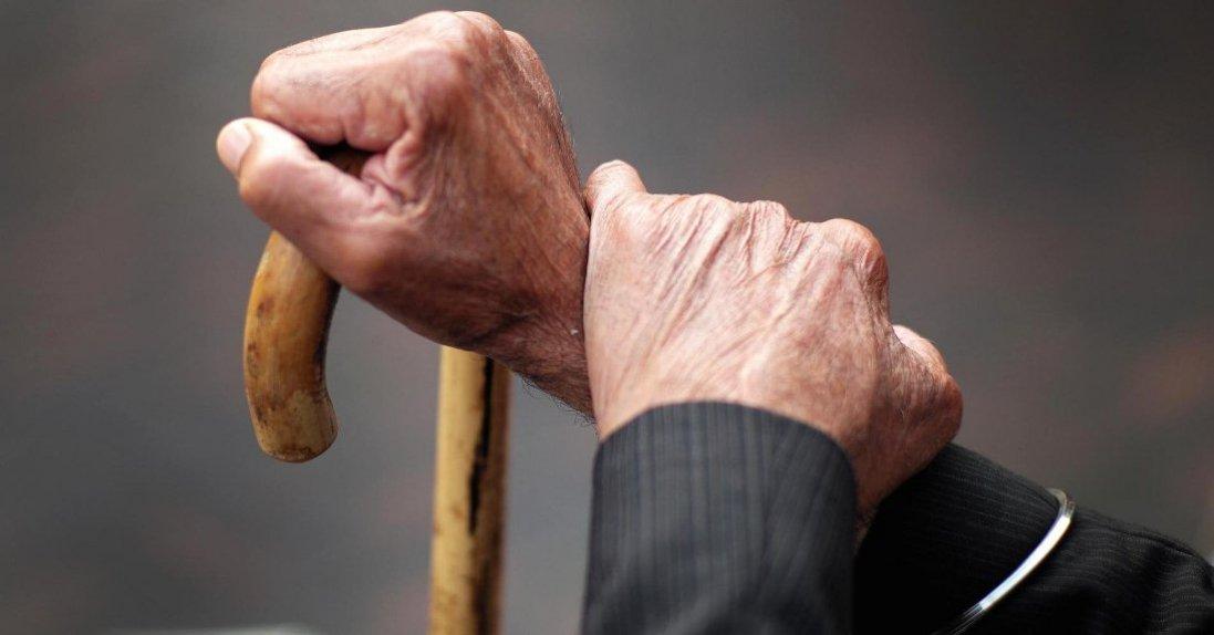Безхатько став дідусем для чужих онуків