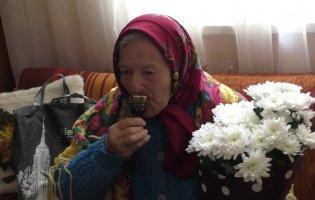 У 102 роки смачно готує, декламує вірші і робить зарядку