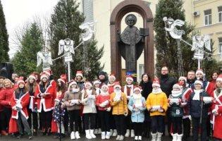 «Миколай пам'ятає про всіх»: у Луцьку до діток з інвалідністю привозять подарунки