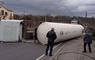 У Житомирі перекинулася автоцистерна з газом: людей евакуювали