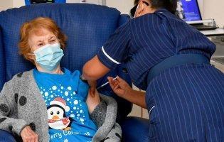 В ЄС розпочали масову вакцинацію від COVID-19: як це було