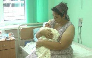 На Хмельниччині багатодітна мати народила свою 18 дитину