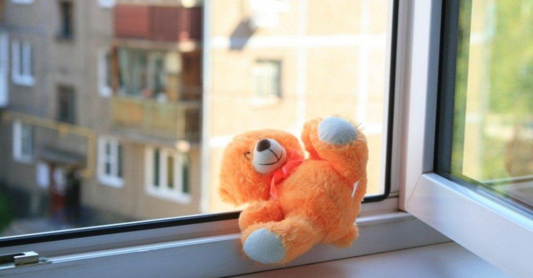 В Києві хлопчика викинули з 8-го поверху: з'явилися нові подробиці