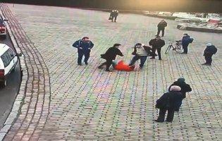 У центрі Луцька посеред дня побилися чоловіки