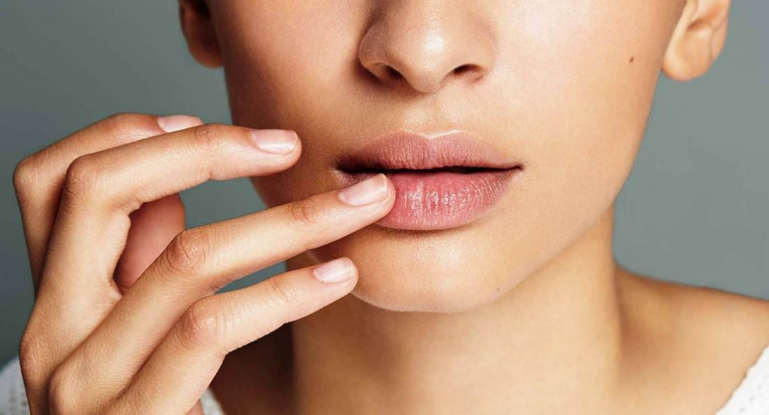 Як взимку доглядати за губами: поради