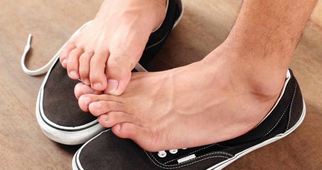 Неприємний запах від ніг: чому з'являється і як його побороти