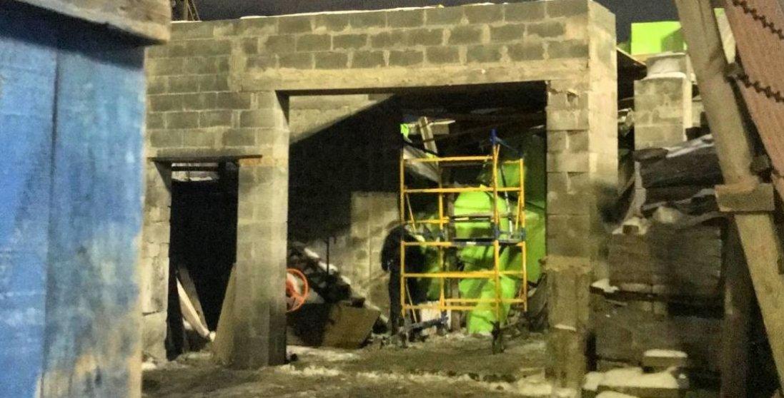 У Києві обвалилася будівля з людьми всередині
